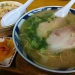ふくちゃんラーメン - やきめし定食(やきめし半分+ラーメン)