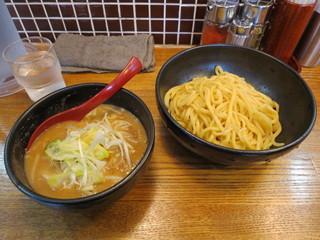 花田 渋谷店 - 味噌つけ麺 890円/野菜増量無料