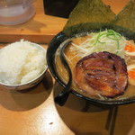 23846185 - 味噌ラーメン(750円)とライス(100円)