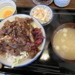 本格炭処 たまや - ランチ 炭焼豚丼 650円  生玉子 50円