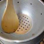 23849566 - 釜飯かごの屋弁当・・・釜飯の容器