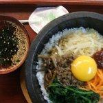 韓国家庭料理居酒屋 万福 - 料理写真:ママ一押し、石焼きビビンパ。