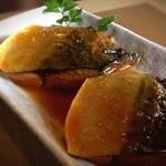 海花 - 今日はいい鯖が4本入ってるよー!って、ことで鯖味噌煮。うわ、脂っこすぎないし、身は柔らかいしすごいなこれ!