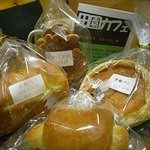 23854643 - 購入パン+おまけ