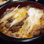 香取屋 - 玉子とじの「すき焼き丼」