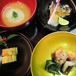 日本料理 対い鶴 - チーズと胡桃入り伊達巻、いわい鶏の酒盗焼き(一ノ関葱、法蓮草)、風呂吹き丸鯛(七草入り雲丹餡掛け)、鰊汐焼き