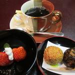 日本料理 対い鶴 - デザートは苺と胡麻団子