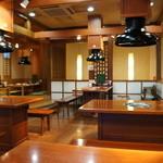 匠家 - 広いテーブル、ゆったりした店内です(2014.1.23)