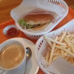 第一ヒュッテ - 料理写真:ハンバーガー+ポテトフライ+ドリンク(コーヒー)\900
