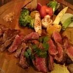 MOSS Dining Bar - 瞬間スモークビーフステーキ お!肉と12種類の野菜と3種のソース