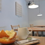 トカトカ - ホワイトドーナツとホットコーヒー