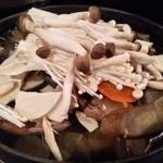 新橋シャモロック酒場 - 201312 〆の鍋は八戸せんべい汁