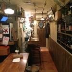 IL PIGRO - 店長の人柄を映し出したような店内。温かく家庭的でゆっくり落ち着けるそんな空間です。