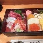 品川駅前すし処 藤寿司 - 味噌汁がつく