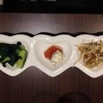 KORO Cafe - 前菜3種。 どれもおいしかった~! ついついお酒もすすむのでご用心ください。。。
