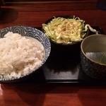 しずる - 麦ごはん、キャベツ、スープ