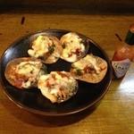 寿海 - 女の子達のお客さんに人気のじゃこピザ。