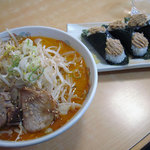 らーめん むすび家 - みそ野菜らーめん950円、 肉マヨ300円。
