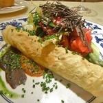 ル・ジャルダン・デ・サヴール - ブルターニュ産オマール海老のクリーム和えクレープ包みシブレットの香り、根菜のピクルス仕立てトリュフ風味