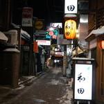 麺屋しらかわ - 高山一の歓楽街「味の一番街」を通って、遠回りして行きました(2014.1.23)
