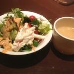 ジューシーブラウン - サラダバーとスープ