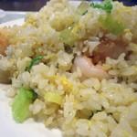 刀削麺酒家 - 蝦仁炒飯接写。