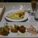 クチーナイタリアーナ ニョッキ - パスタランチ前菜セット1150円(サラダセットならもう少し安い) ピザ食べ放題でどんどん持ってきてくれる(種類は少ない)。珈琲&紅茶セルフで飲み放題。普通に美味しい