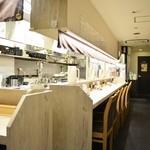 西天満 麺乃家 - 厨房を囲んだカウンター席!