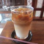 caqui - アイスカフェオレ 600円