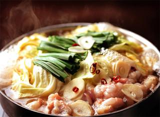 かんべえ - 元祖かんべえのもつ鍋は(1.5人前より承ります)二種類の自家製かえしで作るあっさり醤油ベースのスープとこだわりの新鮮な和牛ホルモンのもつ鍋です。