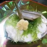 縁 - 料理写真:1月 本懐石コース 先付 やどかり盛り 天然黒鮑やわらか煮 梅花慈姑 とさか海苔