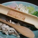 黒川荘 - お鍋の具、野菜ととりつくね。