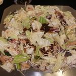 まんぷく・炊鍋焼肉 - 料理写真:カルビ・ミノ・ホルモンミックスが入った炊鍋