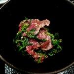 山崎 - 牛肉と菊菜の和え物