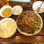 慶珍楼 - 今日のお昼は、青椒肉絲定食750円、すごいボリュームなので、ご飯を半分にしてもらいました。f^_^
