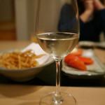 もつ鍋一藤 - 白ワインがよく合いました。