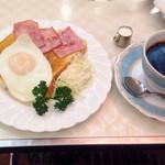 純喫茶 アメリカン - ハムエッグトーストセット750円。
