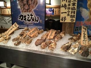 カキ酒場 北海道厚岸 日本橋本店 - ディスプレイ