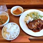 食堂 PaPas - 牛肉の煮込みデミソース定食(大盛り)