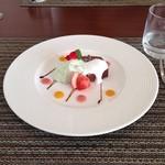 23918072 - デザート ガトーショコラとブロッコリーのパンナコッタ