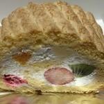 パティスリー ホソヤ - フルーツロールケーキ