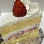 パティスリー ホソヤ - 苺のショートケーキ