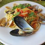 23922026 - いろいろな貝類とミニトマトの海幸スパゲッティ