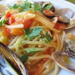 23922030 - いろいろな貝類とミニトマトの海幸スパゲッティ