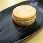 ポッポ - 薄皮黄金焼 季節の蜜芋120円