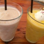 23926355 - 左:栗のミルクセーキ  右:かぼちゃと林檎のミルクセーキ