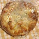 23927142 - 3種のチーズのフォカッチャ\350