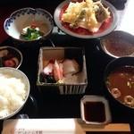 山水 - 昼膳 1570円