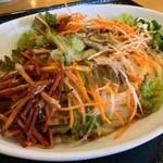 はなまるうどん - コクうまサラダうどん/半日分の緑黄色野菜・中盛:504円