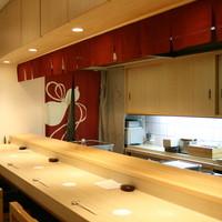 寿し おおはた - 目の前で大将が握るお寿司を見がら楽しんでお食事してください。